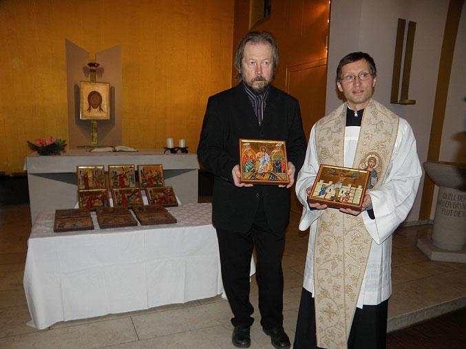 Weihung Ikonenkreuzweges, Alexander Stoljarov und Pfarrer Thomas Cech